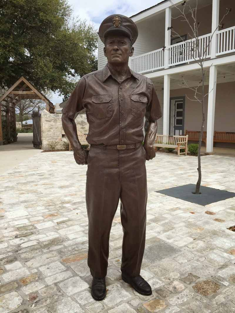 Famous American Navy and his bronze sculpture3