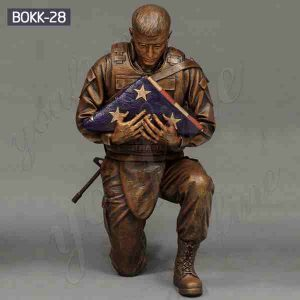 Outdoor Casting Bronze Soldier Statue Holding Folded Flag for Sale BOKK-28