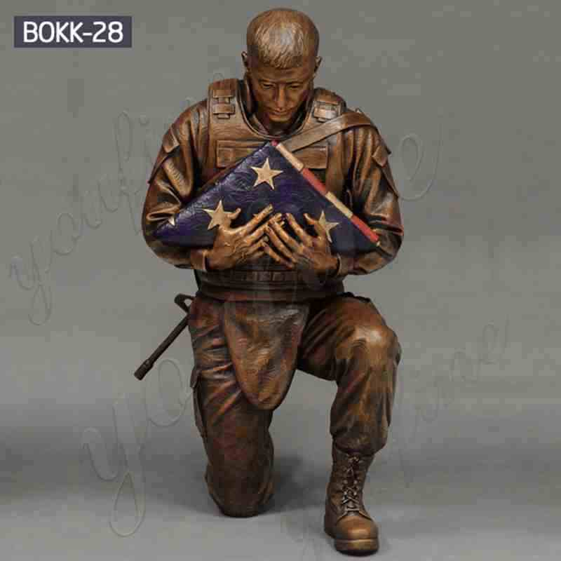 Outdoor Casting Bronze Soldier Statue Holding Folded Flag
