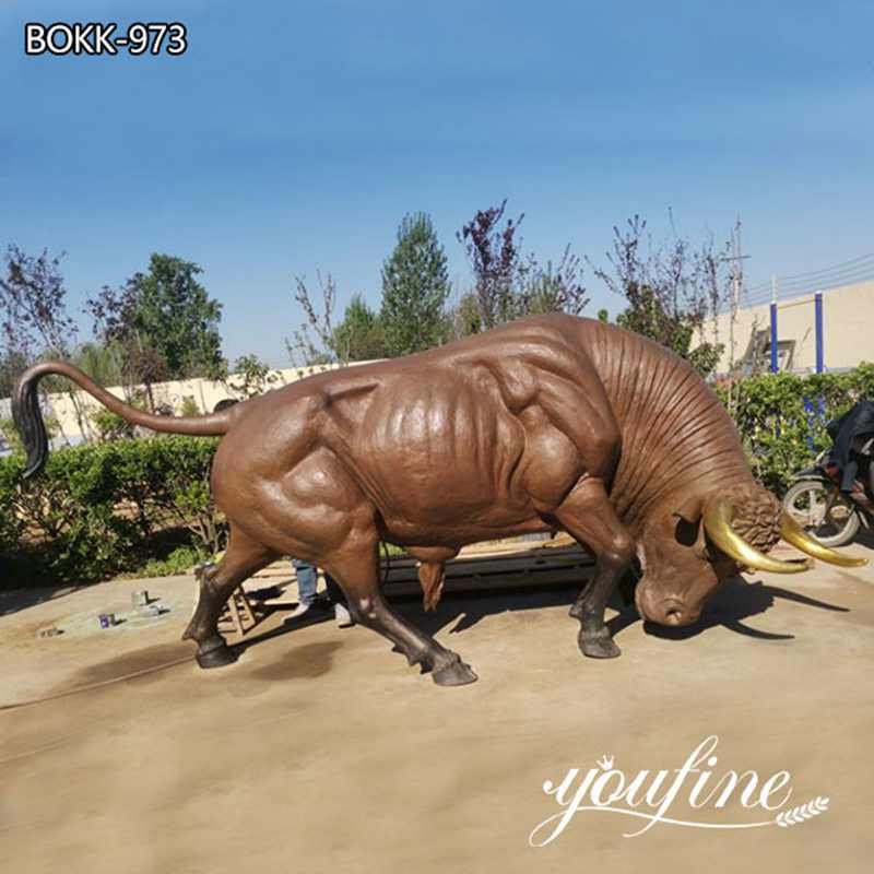 Life Size Bronze Ready to Charge Bull Statue for sale